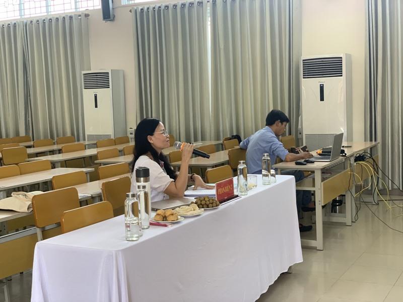 TS. Lê Thị Nga – Đại học Luật, Đại học Huế đánh giá luận văn cho học viên tại điểm cầu Phân viện Học viện tại TP.Huế