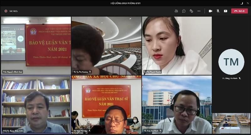 PGS.TS. Đặng Khắc Ánh – Trưởng Khoa Quản lý nhà nước về xã hội, Học viện Hành chính Quốc gia, đánh giá luận văn cho học viên tại điểm cầu trực tuyến