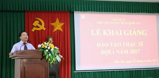 TS. Nguyễn Đăng Quế - Giám đốc Phân viện khu vực Tây Nguyên, Học viện Hành chính Quốc gia phát biểu khai giảng