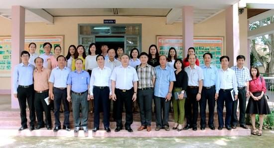 Đoàn công tác chụp hình lưu niệm với cán bộ Phân viện khu vực Tây Nguyên Đoàn công tác chụp hình lưu niệm với cán bộ Phân viện khu vực Tây Nguyên