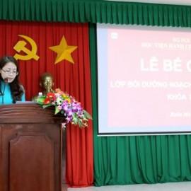 ThS. Lê Kim Loan - Chuyên viên Khoa Đào tạo và Bồi dưỡng, Phân viện khu vực Tây Nguyên - Chủ nhiệm lớp đọc báo cáo kết quả lớp học