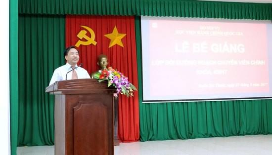 TS. Nguyễn Đăng Quế - Giám đốc Phân viện khu vực Tây Nguyên phát biểu bế giảng lớp học