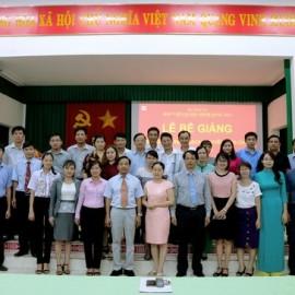 Cán bộ, giảng viên Phân viện khu vực Tây Nguyên chụp hình lưu niệm cùng học viên