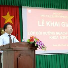 TS. Nguyễn Đăng Quế - Giám đốc Phân viện khu vực Tây Nguyên phát biểu khai giảng lớp học