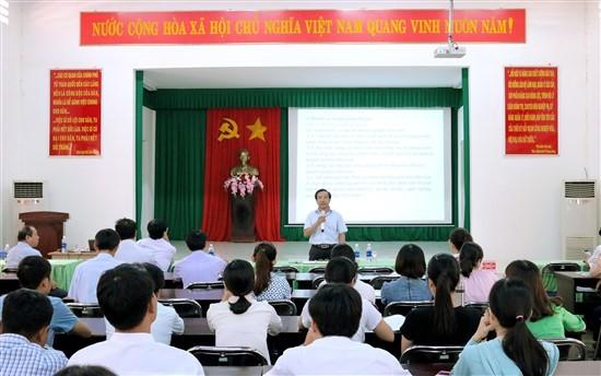 TS. Nguyễn Đăng Quế - Giám đốc Phân viện khu vực Tây Nguyên phát biểu tại lớp học