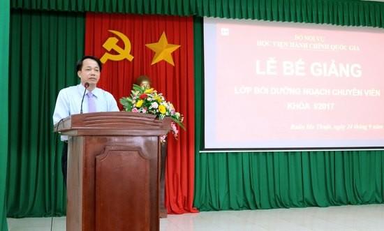 TS. Lê Văn Từ - Trưởng khoa Đào tạo và Bồi dưỡng, Phân viện khu vực Tây Nguyên công phát biểu bế giảng.