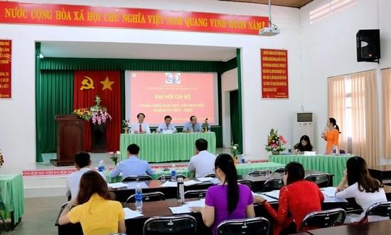 Đồng chí Đặng Thị Phương Thảo phát biểu góp ý văn kiện Đại hội