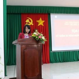 ThS. Nguyễn Thị Huyền Trang - Giảng viên khoa LLCS & QLNN trình bày tham luận