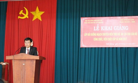 Ông Nguyễn Đức Tuấn - Giám đốc Trung tâm dạy nghề huyện Đắk Glong phát biểu tại buổi lễ