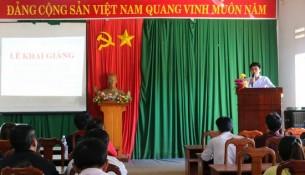 Ông Điểu Hùng - Trưởng phòng Nội vụ huyện Đắk Song phát biểu tại buổi lễ