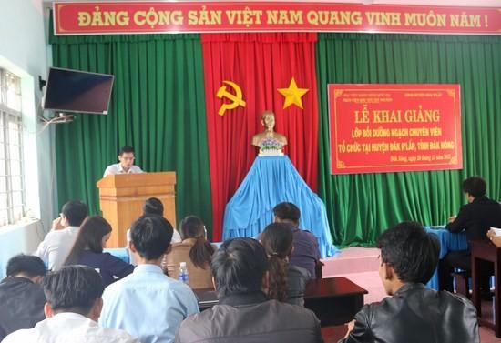 Ông Cao Quý Thương - Trưởng phòng Nội vụ huyện ĐắkR'lấp phát biểu tại buổi lễ