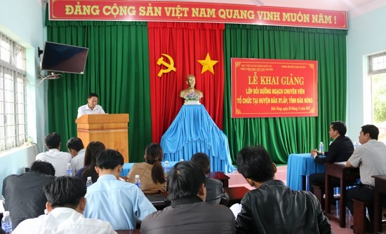 Ông Nguyễn Gia Thủy - Chủ tịch Ủy ban nhân dân xã Kiến Thành phát biểu tại buổi lễ