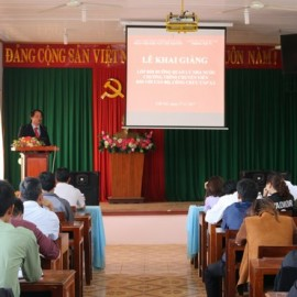 TS. Lê Văn Từ - Trưởng khoa Đào tạo và Bồi dưỡng, Phân viện khu vực Tây Nguyên phát biểu khai giảng lớp học