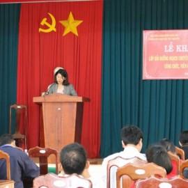 Bà Nguyễn Thị Kim Thanh - Phó trưởng phòng Nội vụ huyện Đắk Glong phát biểu tại buổi lễ