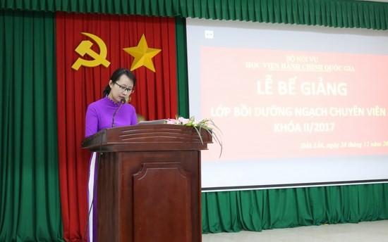 ThS. Taj Thị Thu Trang - Chuyên viên khoa Đào tạo và Bồi dưỡng, Phân viện khu vực Tây Nguyên công bố báo cáo tổng kết lớp
