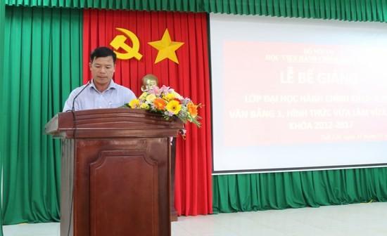 Anh Nguyễn Xuân Hữu - Đại diện học viên của lớp phát biểu cảm ơn tại buổi lễ