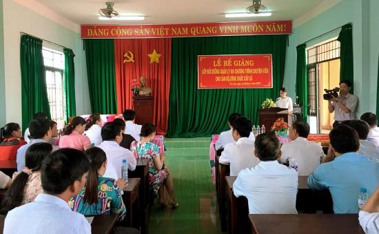 ThS. Tạ Thị Thu Trang - Chuyên viên khoa Đào tạo và Bồi dưỡng, Phân viện Học viện Hành chính Quốc gia khu vực Tây Nguyên công bố báo cáo tổng kết lớp