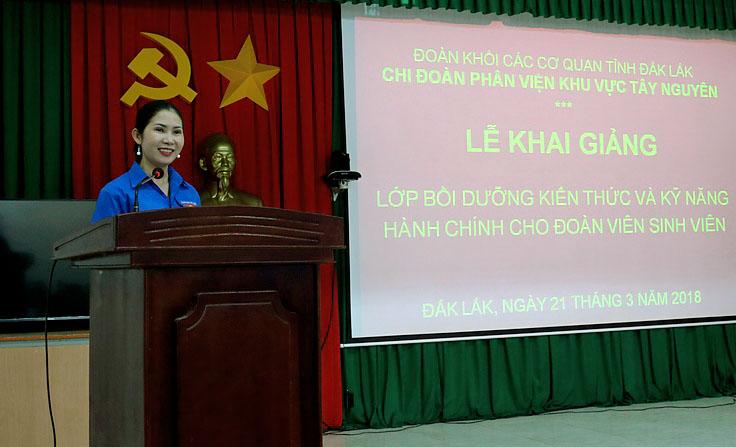 ThS. Lâm Thị Thu Việt - Bí thư Chi đoàn phát biểu tại buổi lễ