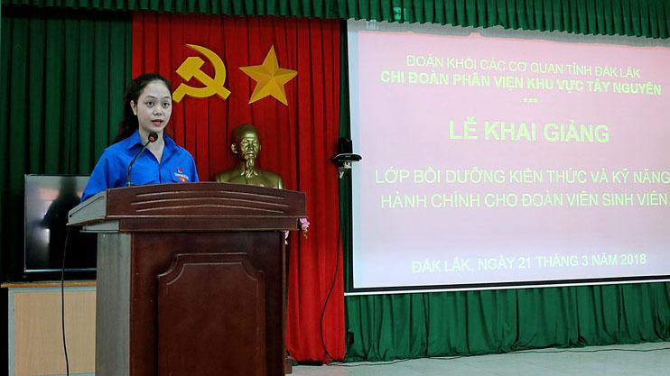 Đồng chí Nguyễn Triệu Ngọc Anh - Đại diện cho thanh niên của Phân chi đoàn sinh viên phát biểu cảm ơn