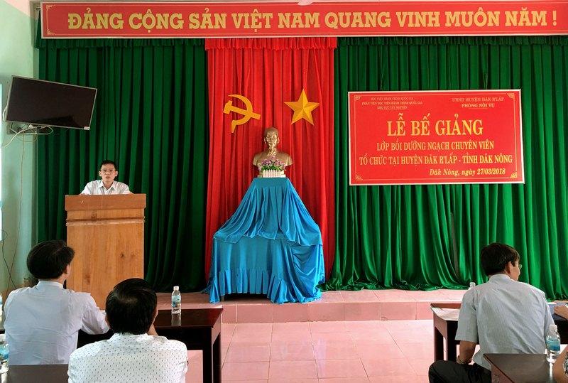 Ông Cao Quý Thương - Trưởng phòng Nội vụ huyện Đắk R'Lấp phát biểu tại buổi lễ