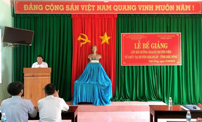 Ông Nguyễn Gia Thụy - Đại diện cho học viên của lớp phát biểu cảm ơn