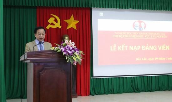 TS. Nguyễn Đăng Quế, Đảng ủy viên, Phó giám độc Học viện Hành chính Quốc gia, Bí thư chi bộ Phân viện khu vực Tây Nguyên phát biểu tại buổi lễ