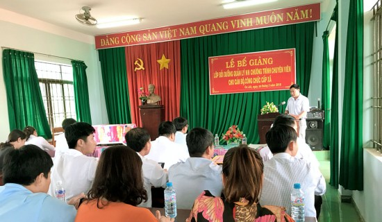 Ông Phùng Xuân Tuấn - Đại diện cho học viên của lớp phát biểu cảm ơn tại buổi lễ