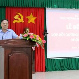 Đại diện cho học viên của lớp phát biểu tại buổi lễ