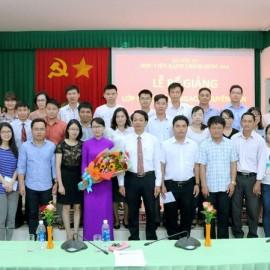 Học viên của lớp chụp hình cùng các cán bộ và Lãnh đạo Phân viện