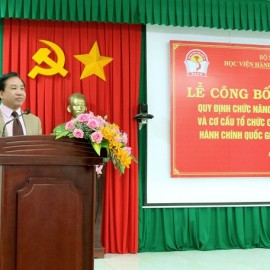 TS. Nguyễn Đăng Quế - Phó giám đốc Học viện Hành chính Quốc gia, Giám đốc Phân viện Học viện Hành chính Quốc gia khu vực Tây Nguyên phát biểu tại buổi lễ