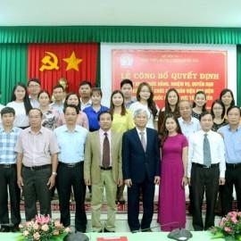Toàn thể cán bộ, viên chức, người lao động Phân viện chụp hình lưu niệm cùng Lãnh đạo Học viện