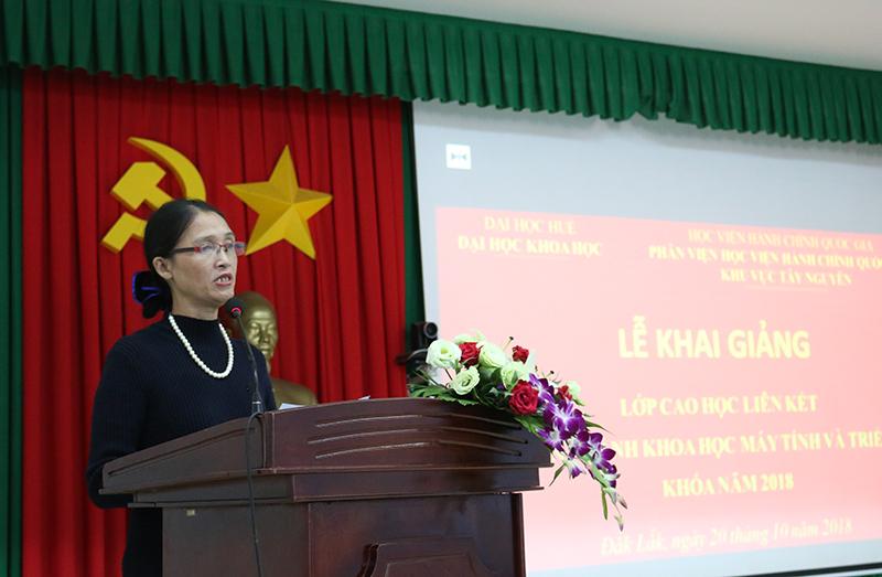 PGS.TS. Lê Thị Kim Lan - Trưởng phòng Đào tạo sau đại học, Đại học Huế phát biểu tại buổi lễ