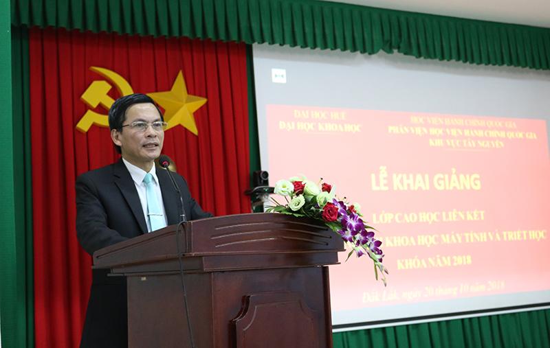 PGS.TS. Hoàng Văn Hiển - Bí thư Đảng ủy, Hiệu trưởng trường Đại học Khoa học phát biểu tại buổi lễ
