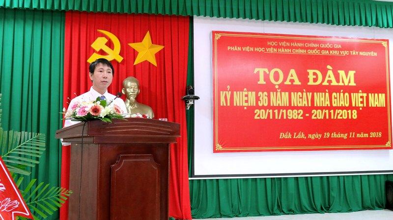ThS. Phan Xuân Quý - Phó trưởng phòng Tổ chức - Hành chính, Phân viện Học viện Hành chính Quốc gia khu vực Tây Nguyên trình bày tham luận