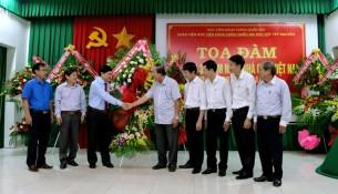 Thường trực Tỉnh ủy tỉnh Đắk Lắk tặng hoa chúc mừng