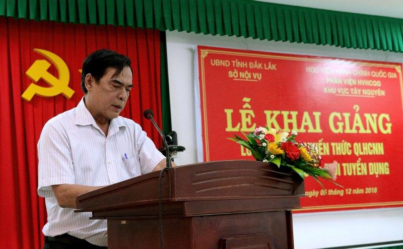 Ông Phan Ngọc Càng - Trưởng phòng Xây dựng chính quyền, Sở Nội vụ tỉnh Đắk Lắk thông qua các Quyết định liên quan đến lớp học