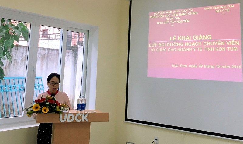 Bà Bế Thị Thùy Dương – Đại diện lãnh đạo Sở Y tế  tỉnh Kon Tum phát biểu tại buổi lễ