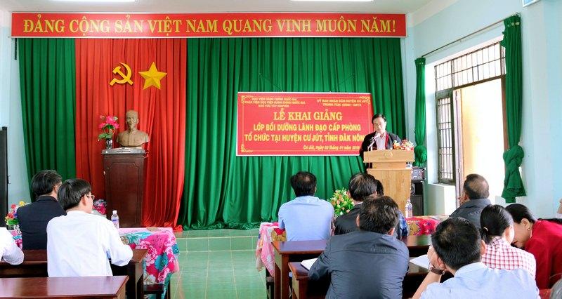 Ông Vũ Văn Bính – Huyện Uỷ viên, phó Chủ tịch UBND huyện  Cư Jút phát biểu tại buổi lễ