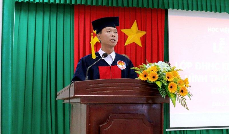 Ông Lê Văn Hậu - Đại diện cho học viên của lớp phát biểu tại buổi lễ