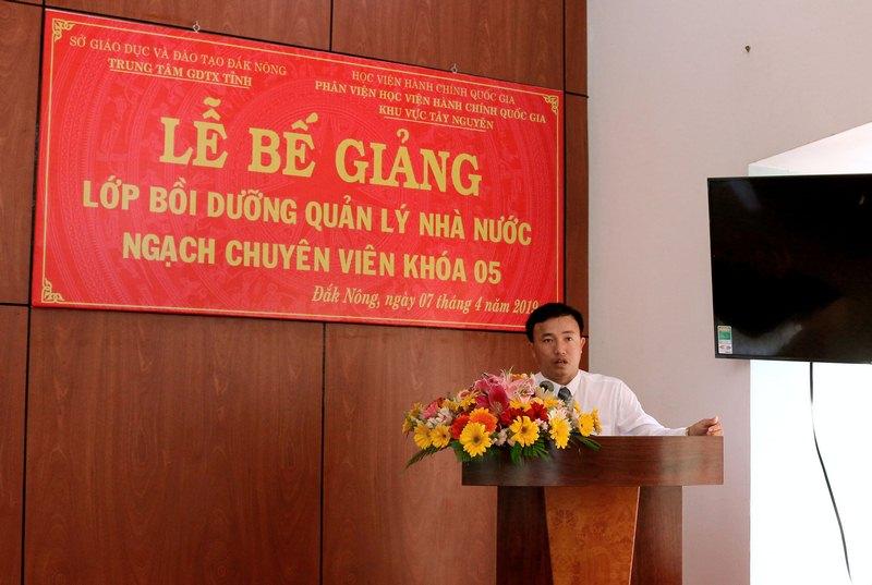 Ông Lê Đức Ánh - Phó Giám đốc phụ trách Trung tâm Giáo dục thường xuyên phát biểu tại buổi lễ