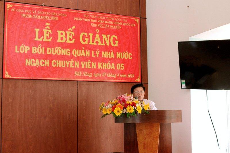 Ông Nguyễn Đình Hà - Đại diện cho học viên của lớp phát biểu tại buổi lễ
