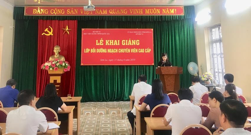 ThS. Lê Phương Thúy, Phó Trưởng Ban Quản lý bồi dưỡng phát biểu khai giảng