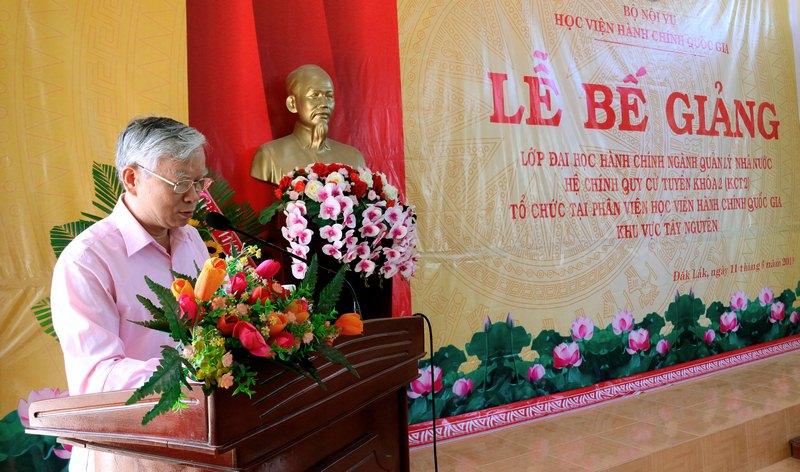 NGƯT. TS. Vũ Thanh Xuân – Phó Giám đốc Học viện Hành chính Quốc gia phát biểu bế giảng