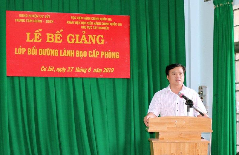 Ông Đậu Đình Thái, Thường vụ Huyện ủy, Trưởng ban tổ chức Huyện ủy phát biểu tại buổi lễ