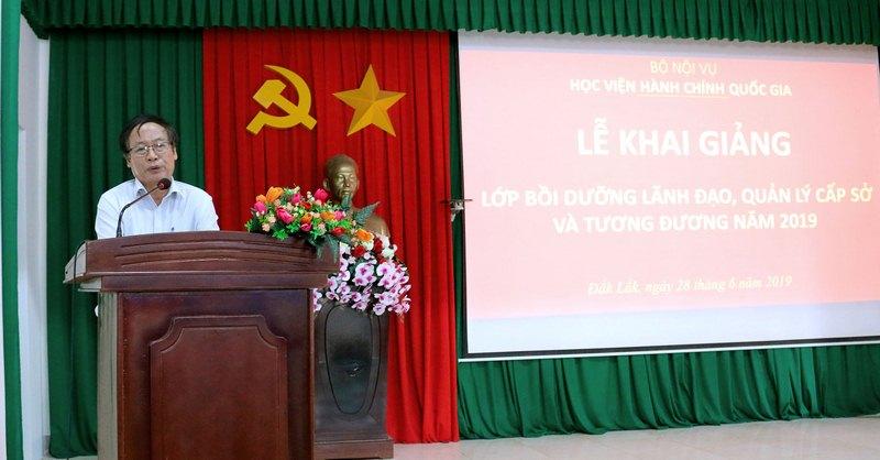 TS. Đinh Khắc Tuấn – Giám đốc Sở Khoa học và Công nghệ tỉnh Đắk Lắk, đại diện cho học viên của lớp phát biểu tại buổi lễ