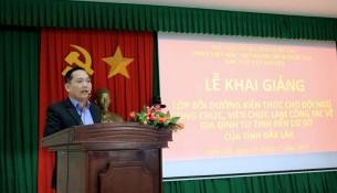 Ông Võ Văn Hùng phó Trưởng phòng Công chức Viên chức Sở Nội vụ tỉnh Đắk Lắk phát biểu tại buổi lễ