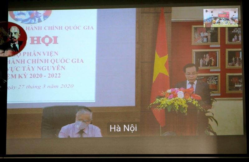 Đồng chí Nguyễn Đăng Quế - Bí thư chi bộ phát biểu tại Đại hội