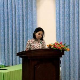 Đồng chí Trần Thị Mai thông qua Nghị quyết Đại hội