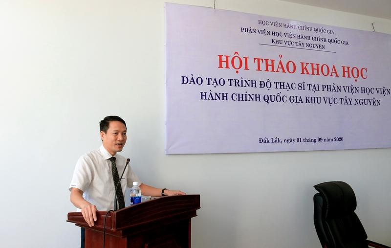 TS. Thiều Huy Thuật - Phó Giám đốc Phân viện Học viện Hành chính Quốc gia khu vực Tây Nguyên phát biểu khai mạc hội thảo