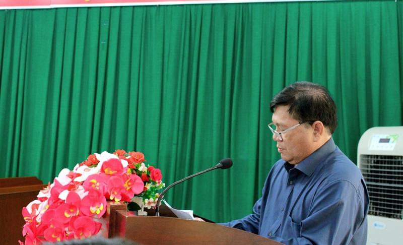 Ông Y Si Thắt Ksơr - Quyền Chủ tịch Ủy ban nhân dân huyện phát biểu tại buổi làm việc